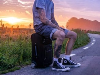 jeune homme tatoué