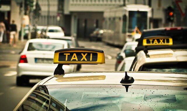 un panneau taxi